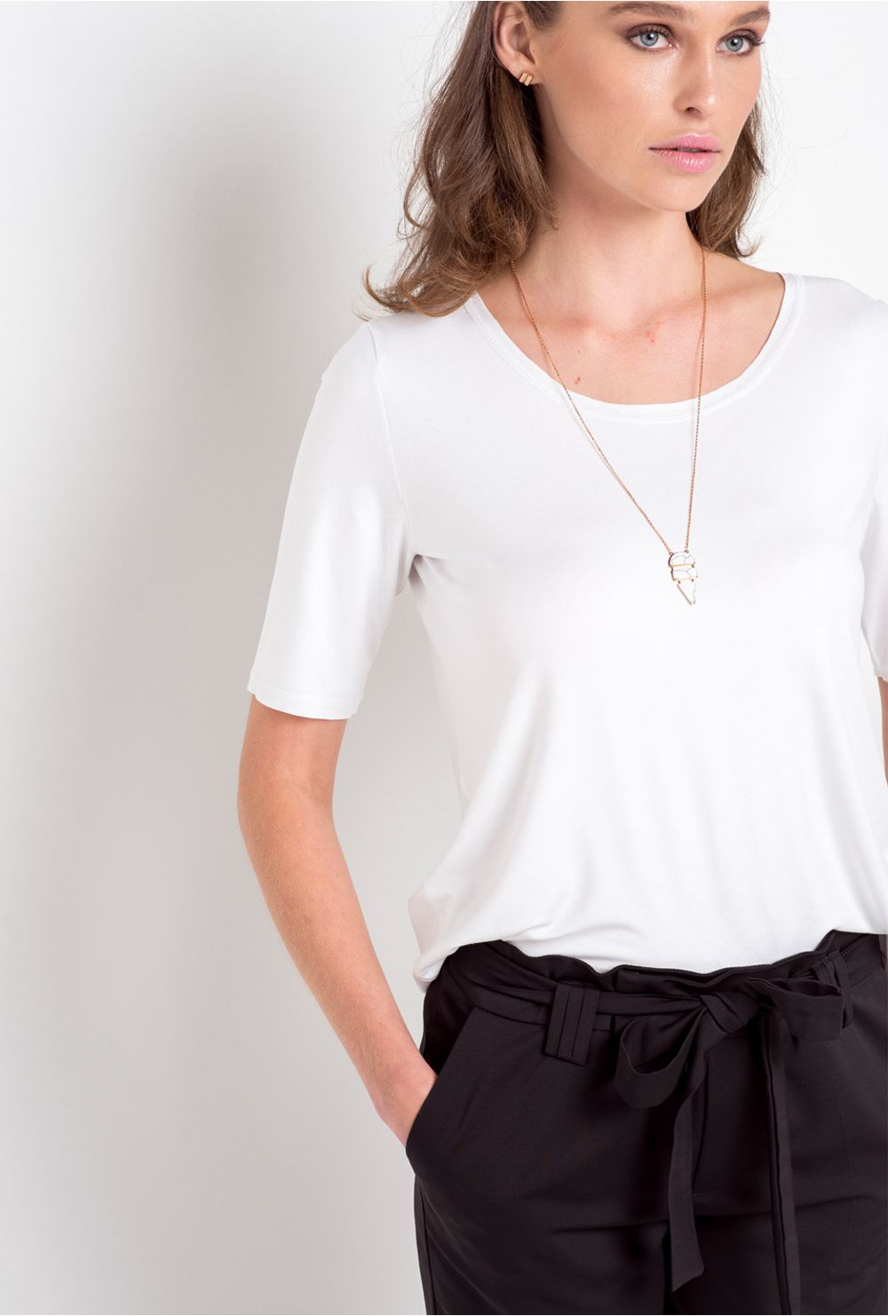 1bc40a982 AddThis Sharing Buttons. Share to Facebook Share to Twitter Share to  Pinterest. Blusa Básica Braga Branca