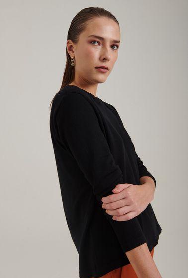 Blusa-em-tricot-com-manga-longa-lausanne-estilo-sueter-preta-detalhe