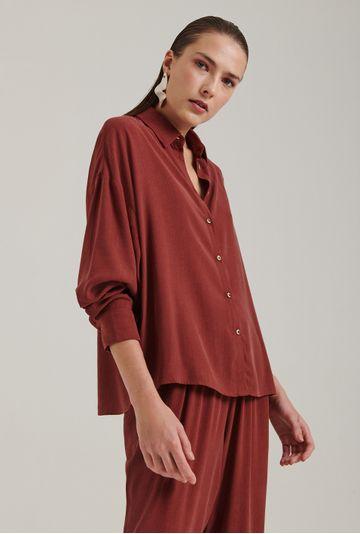 Camisa-em-Lyocell-Windsor-Com-Manga-Morcego-Vermelho-Queimado-Frente