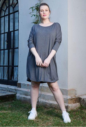 Lookbook-vestido-Hungria-cinza-confeccionado-em-viscose-premium--mybasic