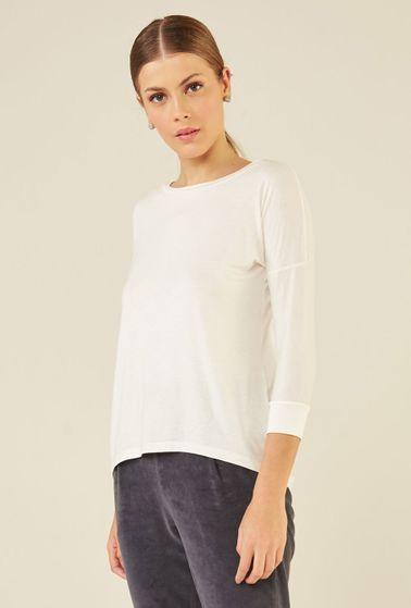 Blusa-Limoges-em-tecido-premium-com-meia-manga-e-modelagem-alongada-off-white-detalhe