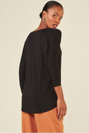 Blusa-Limoges-em-tecido-premium-com-meia-manga-e-modelagem-alongada-preta-costas