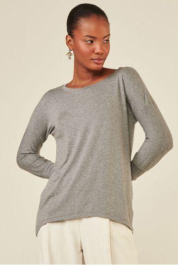Blusa-Limoges-em-tecido-premium-com-meia-manga-e-modelagem-alongada-cinza-detalhe