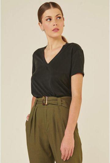 Blusa-Decote-V-em-Modal-Zalipie-Preta-detalhe