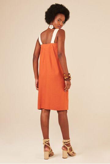Vestido-Terracota-Upcycling-com-botoes-madreperola-em-linho-costas