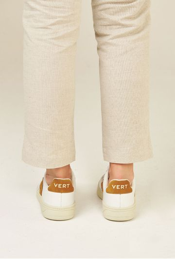 Tenis-V12-Leather-Extra-White-Camel-Vert-Shoes-costas