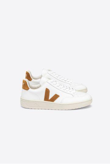 Tenis-V12-Leather-Extra-White-Camel-Vert-Shoes-still