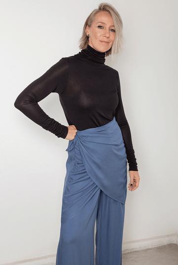 Calca-Baltimore-em-Viscose-Pantalona-Azul-secundaria