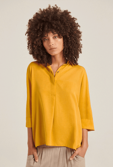 Blusa-Tenerufe-em-Lyocell-na-Cor-Amarelo-Acafrao-Frente